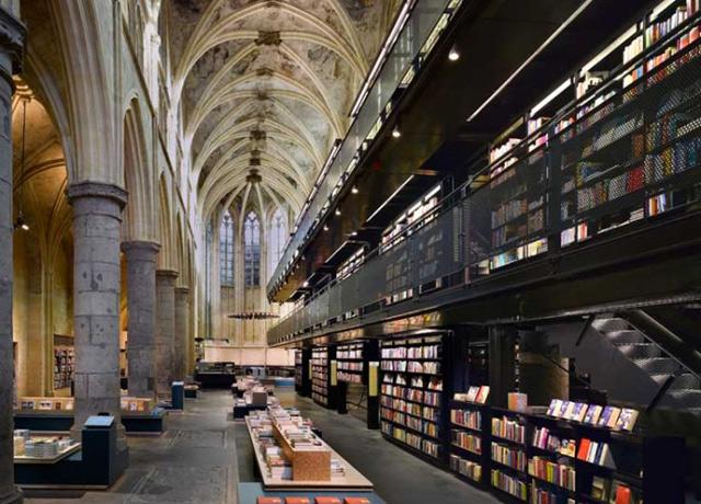Księgarnia w ... kościele